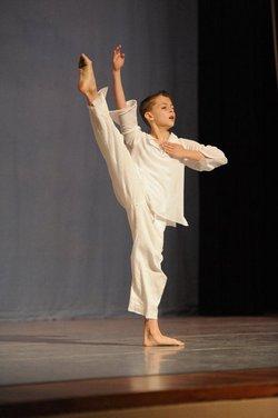 Noah Dances