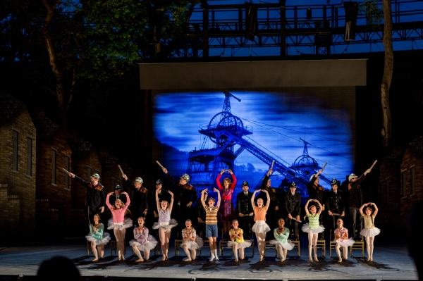 The cast of BETM at the MUNY